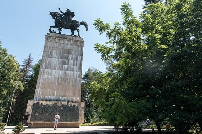 Estatua de Esteban III de Molvadia (Stefan cel Mare) en Suceava (Rumanía)
