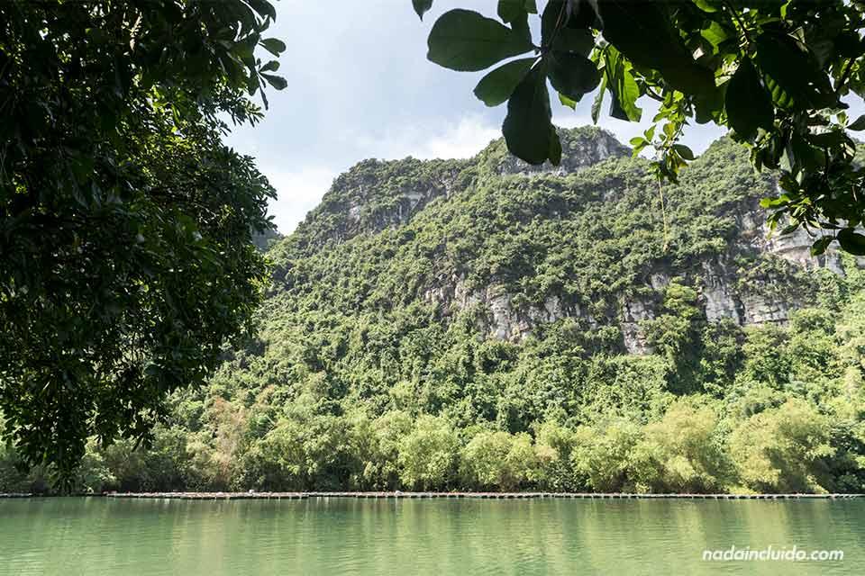 Lago en Trang An, Ninh Binh (Vietnam)