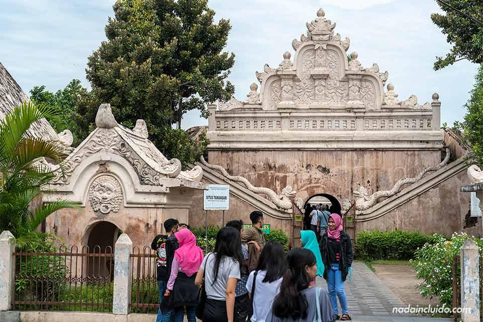 Entrada al Water Castel de Yogyakarta (Java, Indonesia)