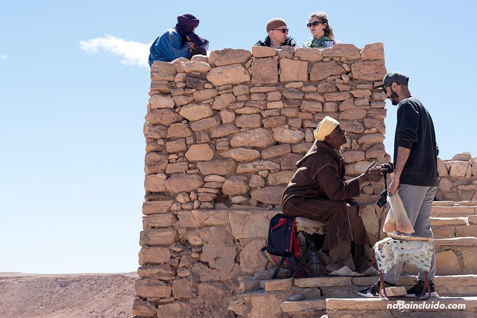 Marroquíes en el Kasbah de Ait Ben Haddou (Marruecos)