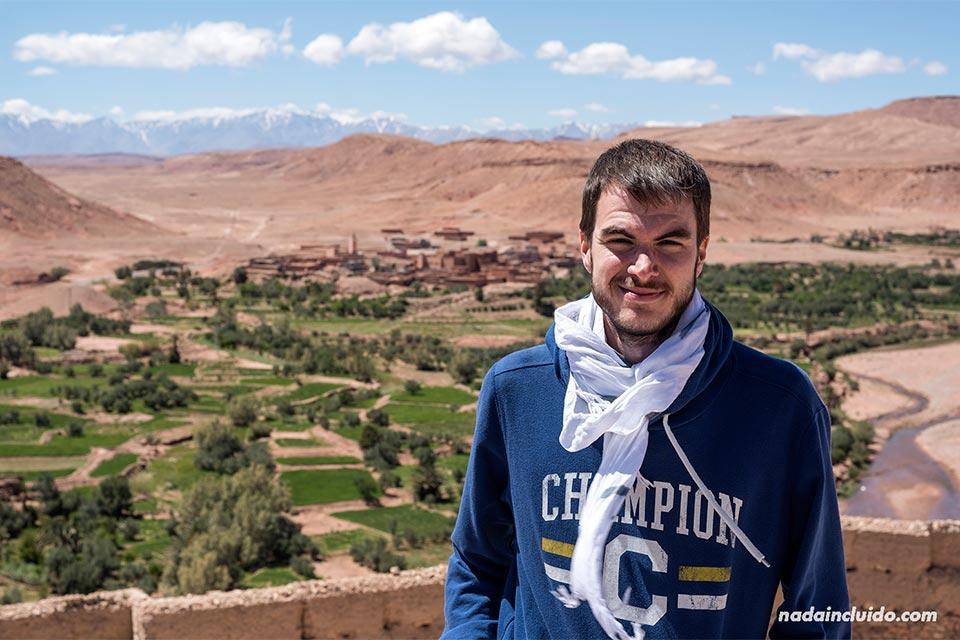 En lo alto del Kasbah de Ait Ben Haddou (Marruecos)