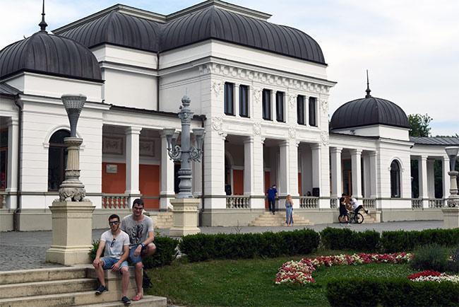 Edificio en el Parcul Central de Cluj-Napoca (Rumanía)