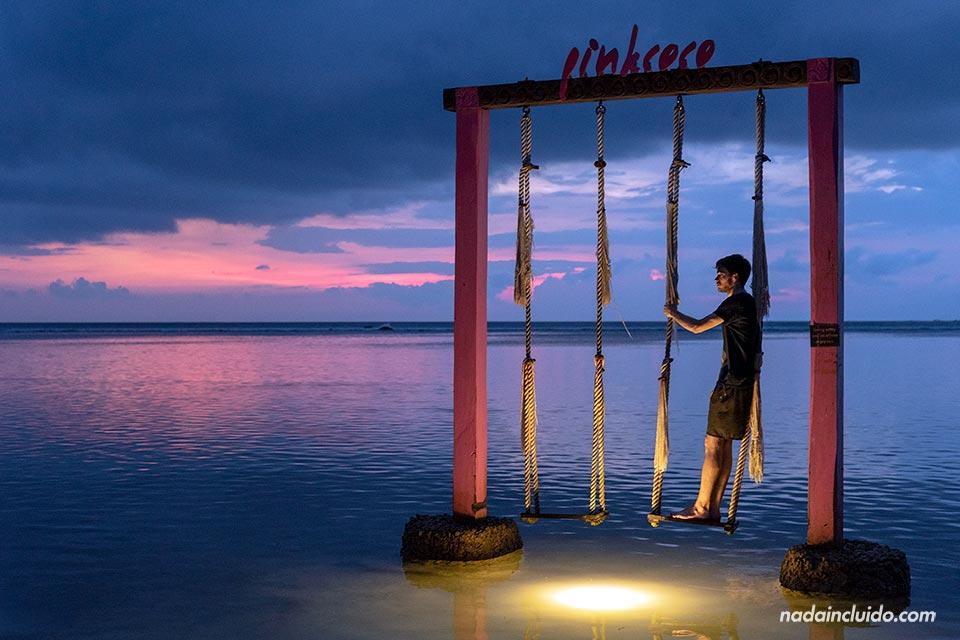 Viendo el atardecer en islas Gili (Indonesia)