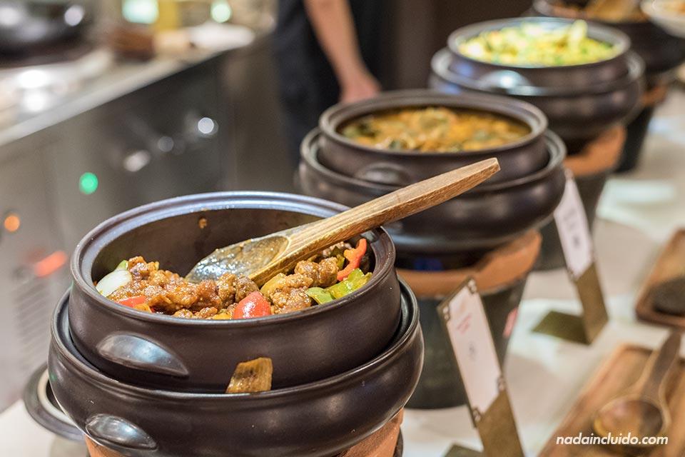 Comida asiática en el Bonsai Cruise, Ho Chi Minh (Vietnam)