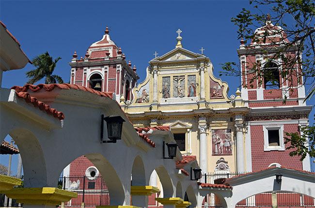 Fachada de la Iglesia El Calvario en León (Nicaragua)