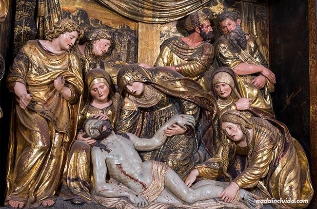 Escena de la muerte de Jesucristo en el retablo de la catedral de Santo Domingo de la Calzada (Rioja, España)