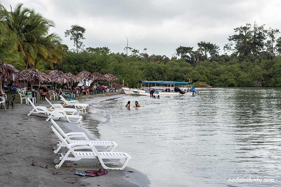 Zona turística en playa de las Estrellas, en Bocas del Toro (Panamá)
