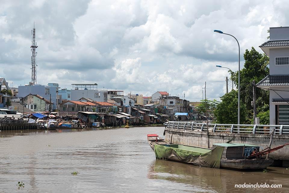 Aldea junto al delta del Mekong (Vietnam)