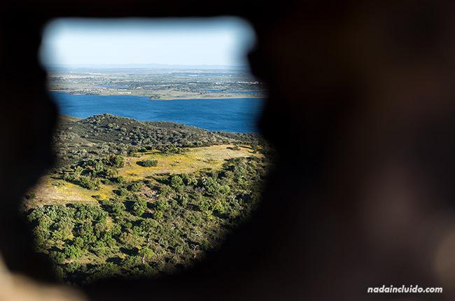 Vistas desde una ventana del castillo de Monsaraz (Alentejo, Portugal)