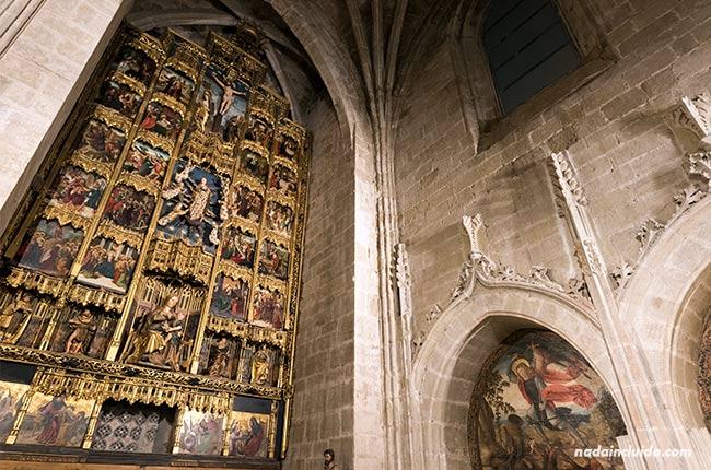Retablo en una cripta de la catedral de Santo Domingo de la Calzada (Rioja, España)
