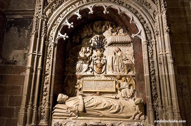 Tumba en la catedral de Santo Domingo de la Calzada (Rioja, España)