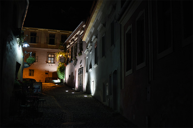 Strada Cositorailor en la ciudadela de Sighisoara (Rumanía)