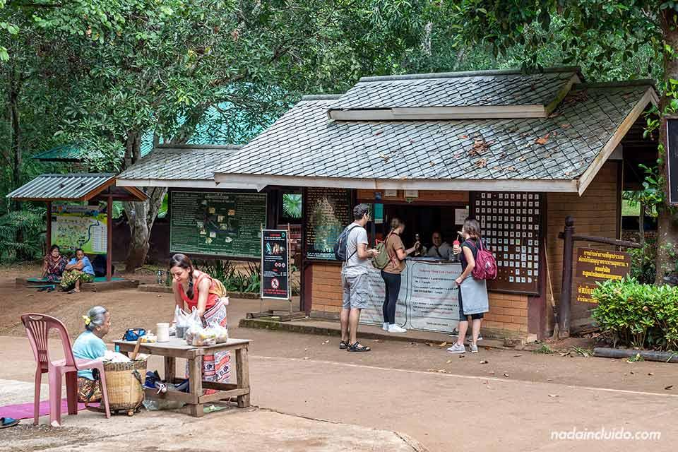 Oficina de Tickets para entrar a la cueva de Tham Lot (Mae Hong Son, Tailandia)
