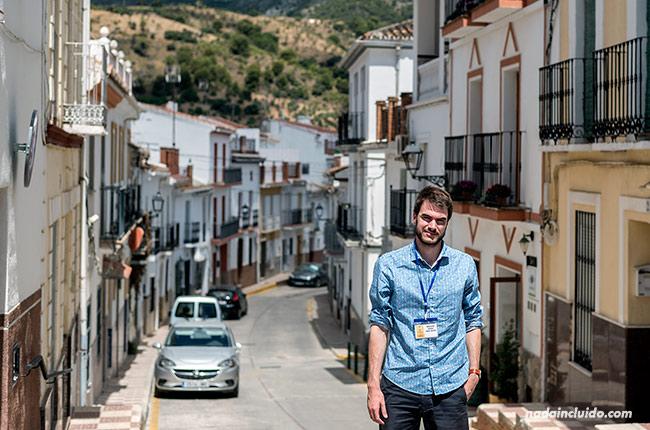 En las calles de Alozaina (Málaga)