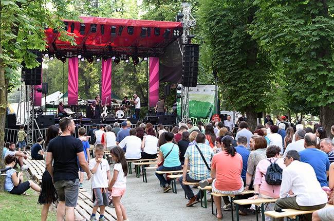 Escenario en el Parque Central de Cluj-Napoca durante el Festival de Jazz (Rumanía)