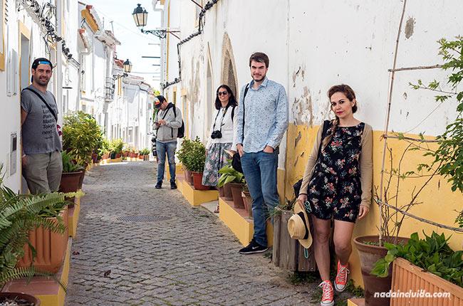 En una floreada calle de Elvas (Alentejo, Portugal)