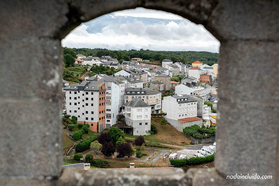 Ventana del castillo de Castro Caldelas, Ribeira Sacra (Galicia)