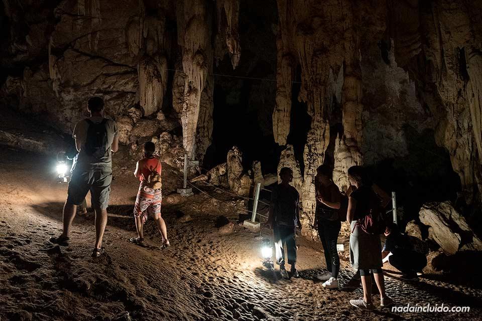 Estalagmitas en la cueva de Tham Lot (Mae Hong Son, Tailandia)