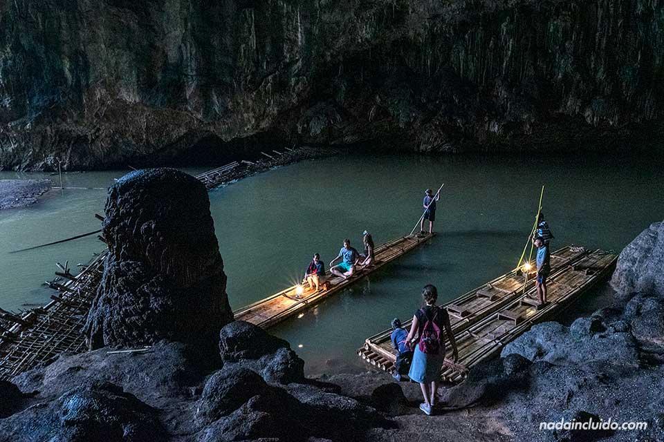 Recorriendo en barca la cueva de Tham Lot (Mae Hong Son, Tailandia)