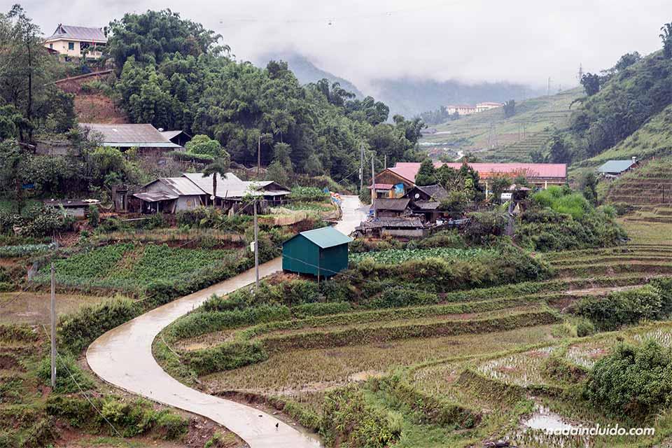 Carretera junto a la aldea de Cat Cat, en Sapa (Vietnam)