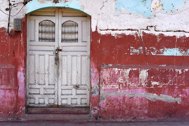 Fachada desgastada en las calles de Granada (Nicaragua)