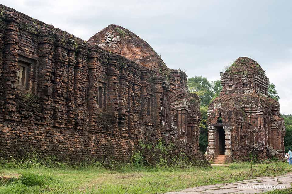Templos a la entrada del Santuario de My Son (Vietnam)