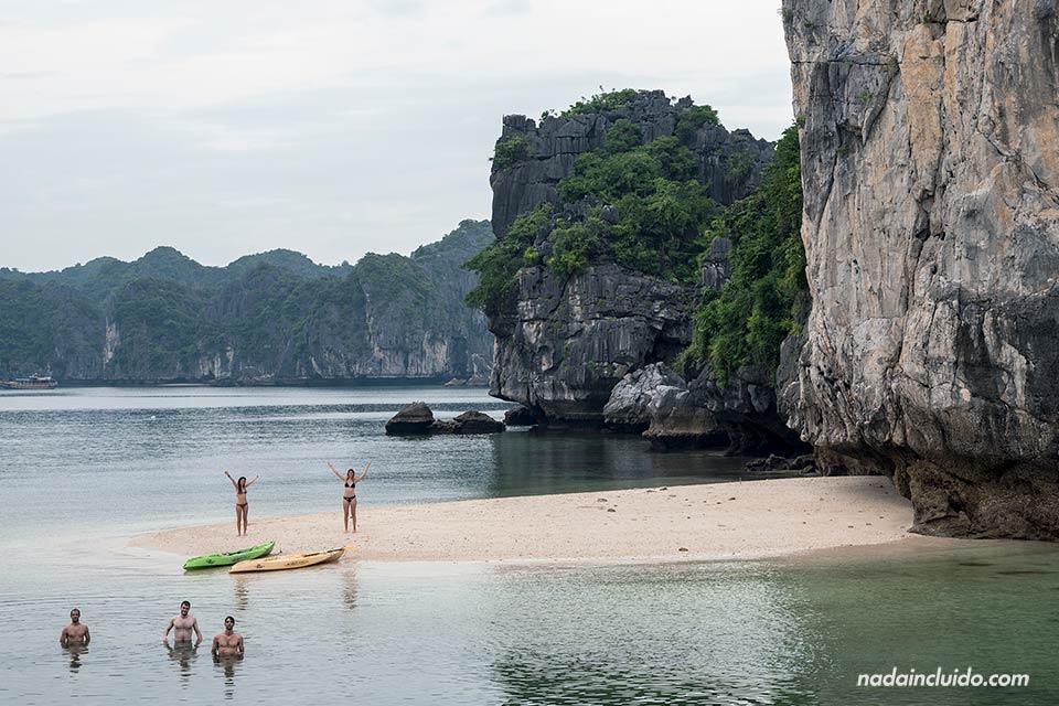 Playa de los tres melocotones en la Bahía de Lan Ha (Vietnam)