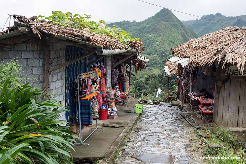 Tiendas en la aldea hmong de Cat Cat, en la provincia de Lao Cai (Vietnam)