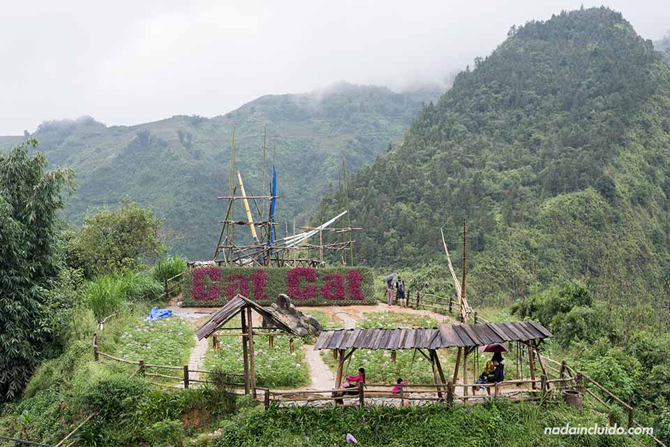 Letrero en la aldea de Cat Cat en la provincia de Lao Cai (Vietnam)
