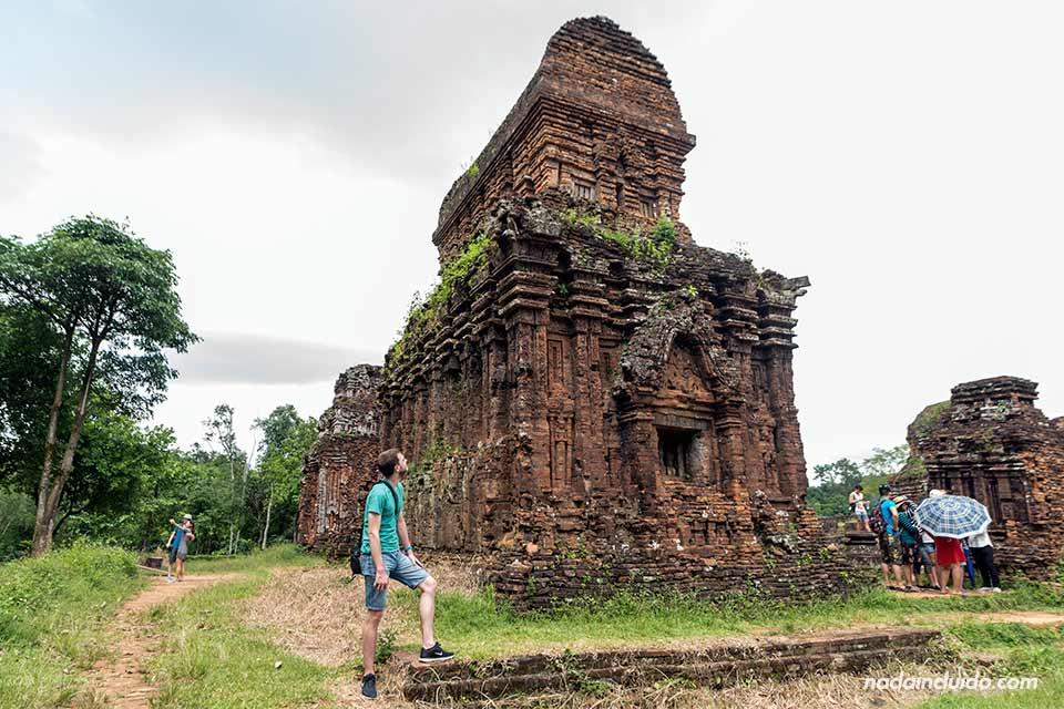 En uno de los templos del Santuario de My Son (Vietnam)