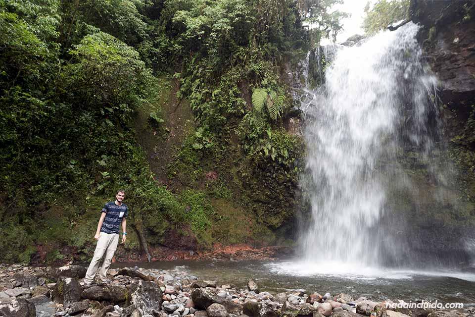 En la segunda de las tres cascadas escondidas de Boquete (Panamá)