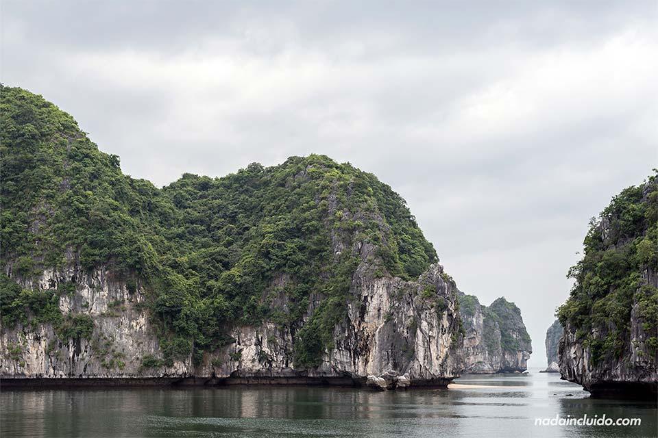 La Bahía de Lan Ha es una alternativa menos turística a la bahía de Halong (Vietnam)