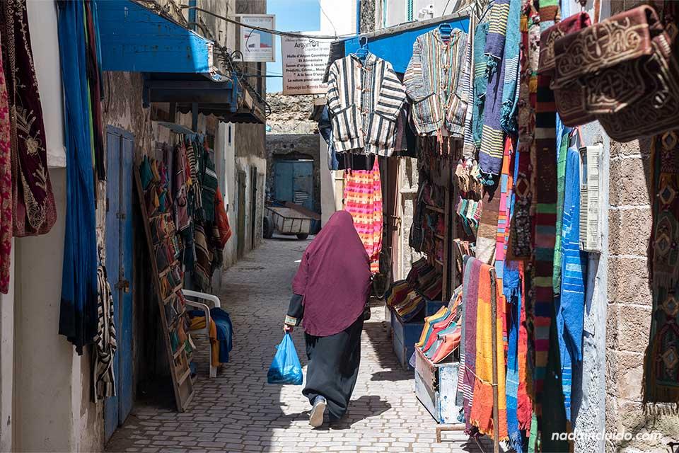 Callejón junto a la calle Chbanate de la medina de Essaouira (Marruecos)