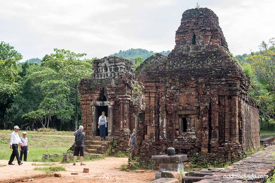 Templos en el Santuario de My Son (Vietnam)