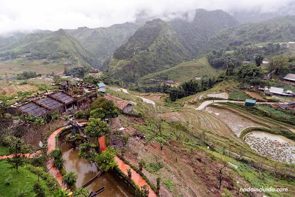 Vista de provincia de Lao Cai desde un mirador en Sapa (Vietnam)