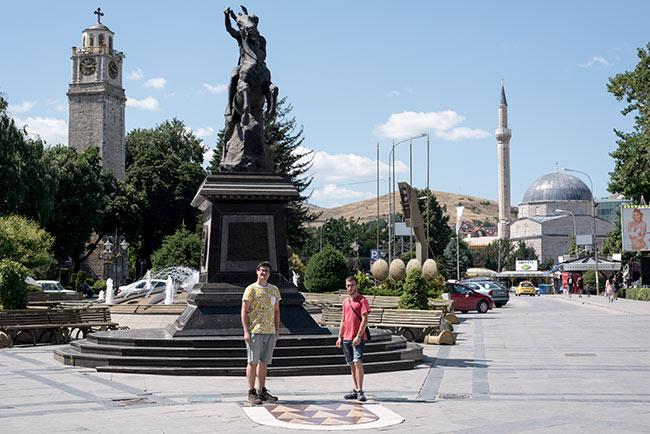 Plaza de la Torre del Reloj en Bitola (Macedonia)