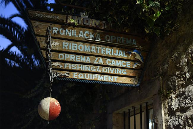 Cartel en el Stari Grad de Budva (Montenegro)