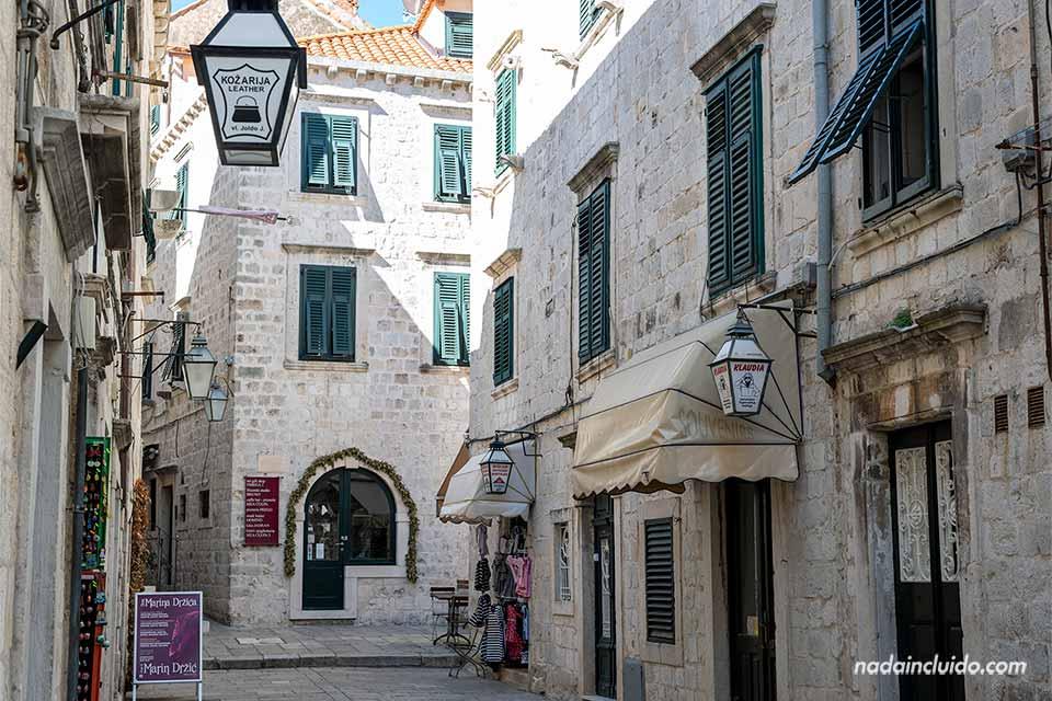 Calle en el Old Town de Dubrovnik (Croacia)
