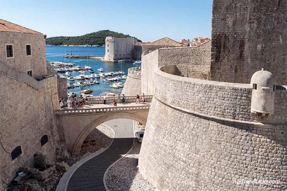 Murallas y puerto del Old Town de Dubrovnik (Croacia)