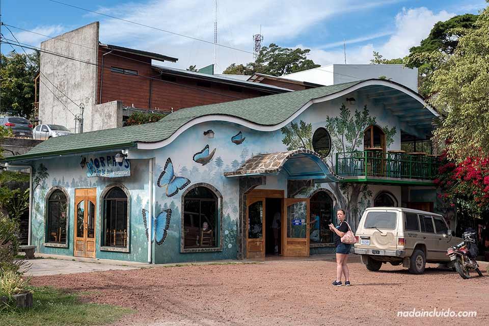 Fachada del Restaurante Morphos en Monteverde (Costa Rica)