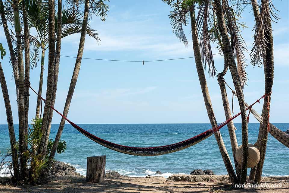 Hamaca junto a la playa de Montezuma