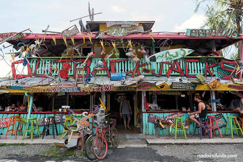 Fachada del restaurante Outback Jacks de Puerto Viejo (Costa Rica)