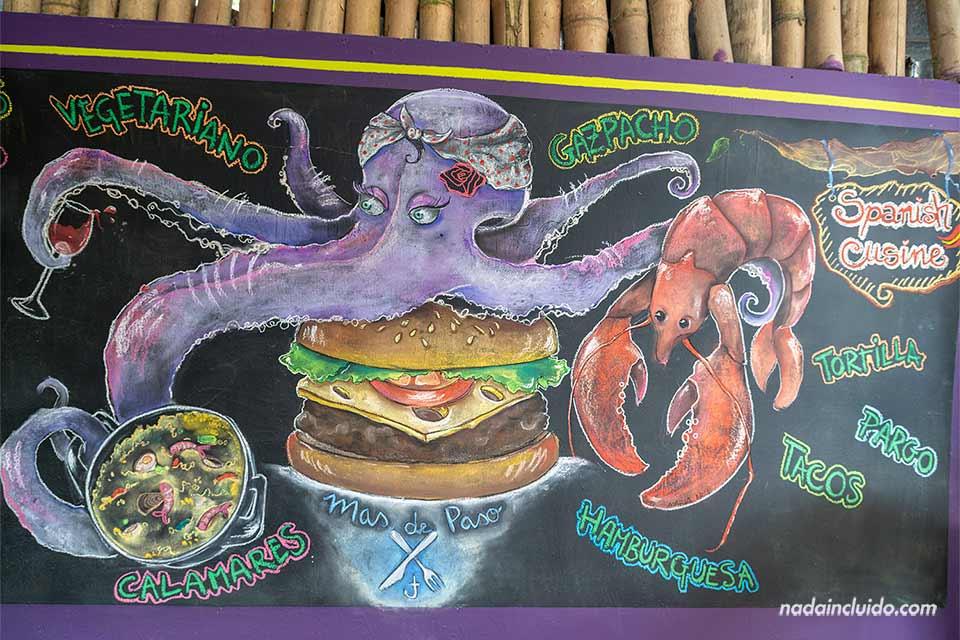 Cartel en el restaurante Mas de Paso de Puerto Viejo, Costa Rica
