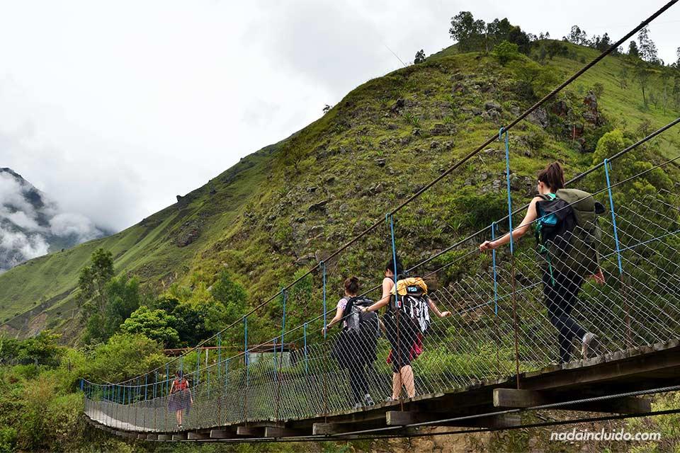 Un puente en el camino de Santa Teresa hasta la Hidroeléctrica, rumbo al Machu Picchu