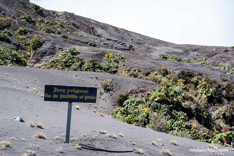 Zona peligrosa en el Parque Nacional del Volcán Irazú (Costa Rica)