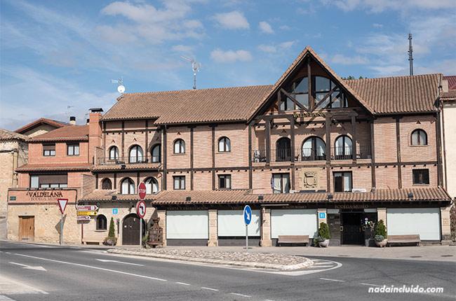 Fachada de Bodegas Valdelana (Elciego, País Vasco)