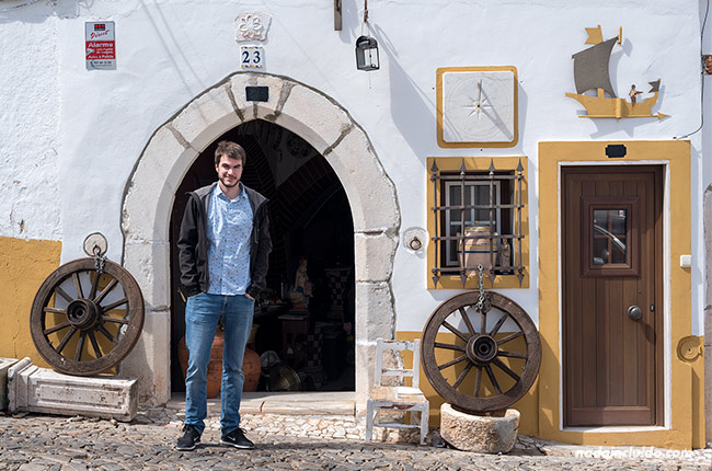 En la fachada de una tienda de Estremoz (Alentejo, Portugal)