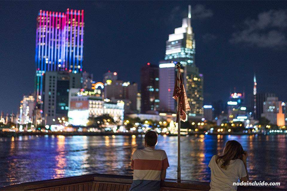 Vista nocturna de Ho Chi Minh (Vietnam)