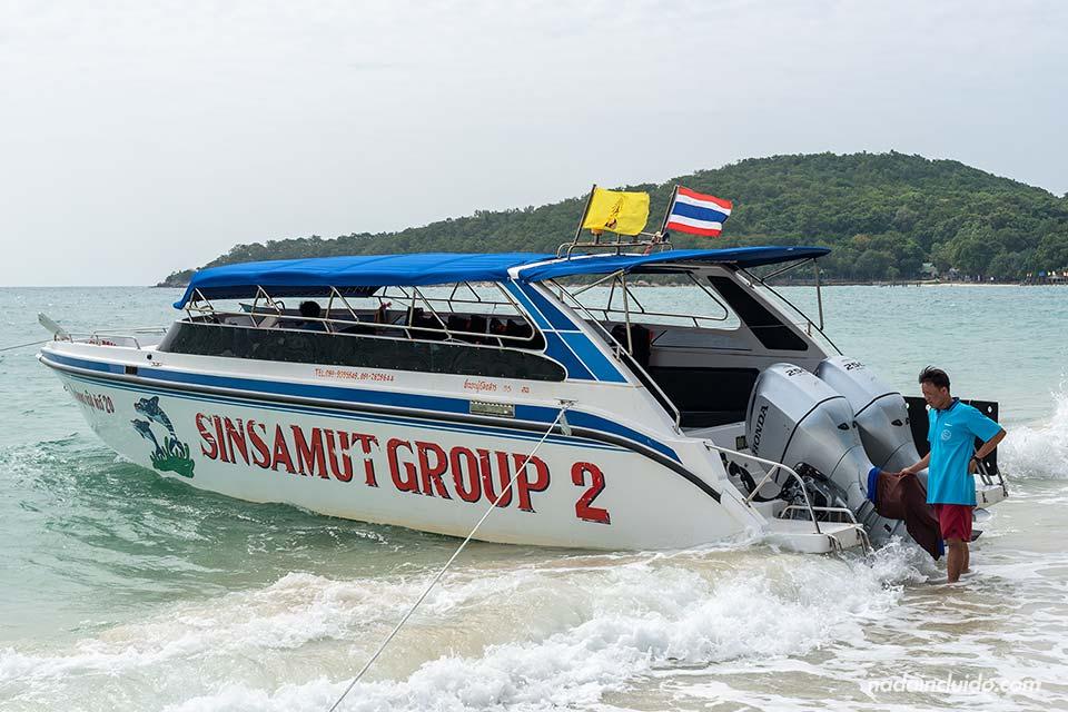 Sinsamut Group, barco para el tour de las seis islas en Koh Samet (Tailandia)