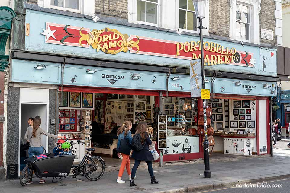 El mercado de Portobello en Notting Hill, el barrio de Londres (Inglaterra)